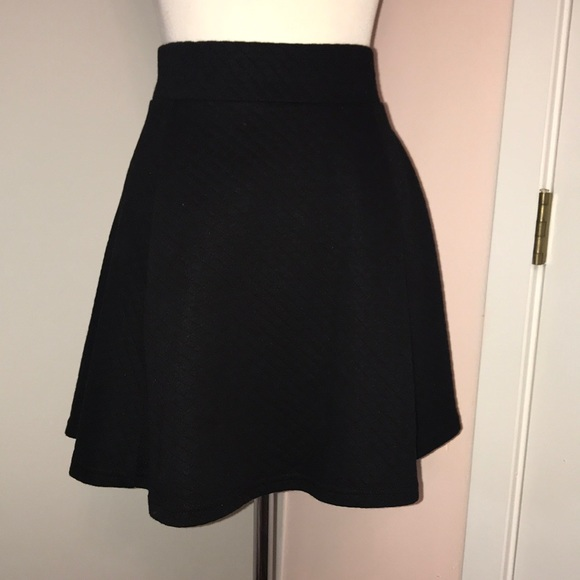 e4dee15db0 Divided by H&M Quilted Skater Skirt. Divided. M_5b93123045c8b3a24cfcf535.  M_5b9312382e1478e6c1dfaade. M_5b931257c61777c6540294ae.  M_5b9312678ad2f9ac0a2315aa